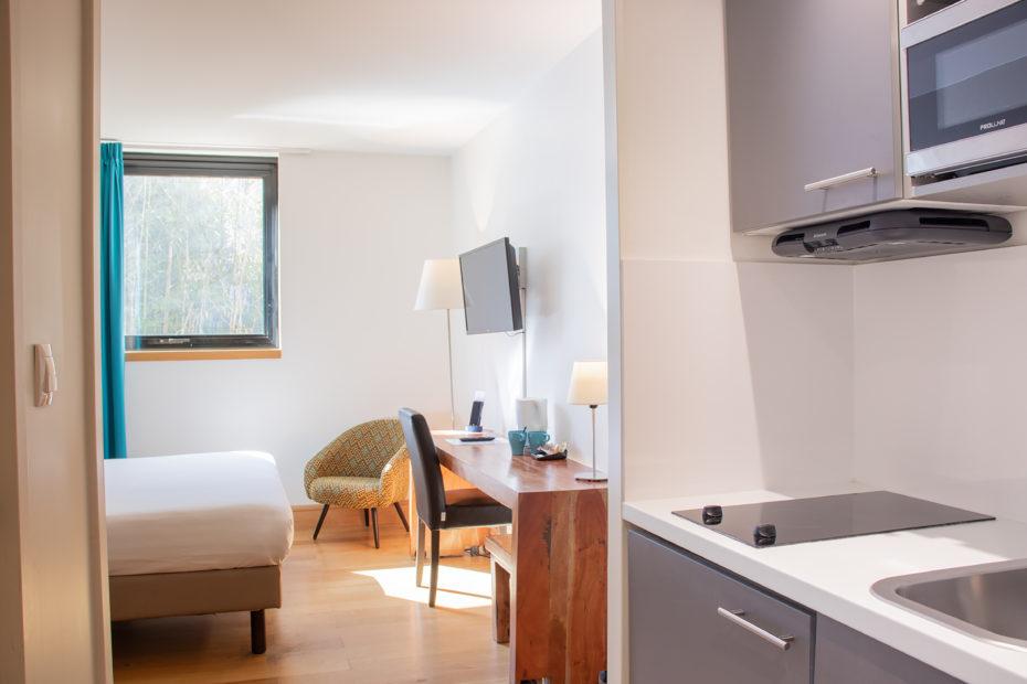 Chambre d'hôtel à Bordeaux - Entrée Studios Communicants Victoria Garden