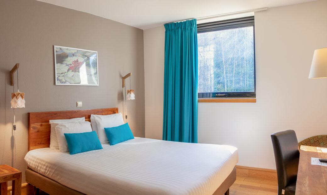Chambre d'hôtel à Bordeaux - lit double Studios Communicants Victoria Garden