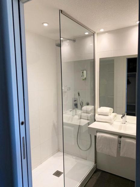 Chambre d'hôtel à Bordeaux - Salle de bain Studios Communicants Victoria Garden