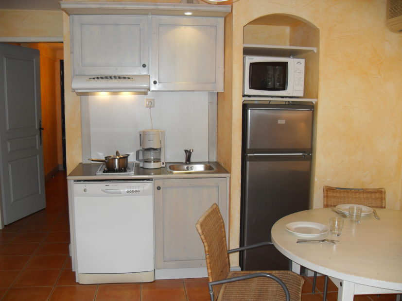 Studio supérieur Victoria Garden Appart hôtel La Ciotat - salle à manger cuisine