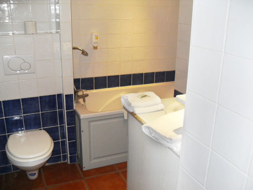 Studio supérieur Victoria Garden Appart hôtel La Ciotat - salle de bain