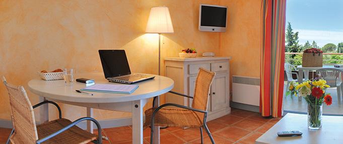 Studio supérieur Victoria Garden Appart hôtel La Ciotat - salon