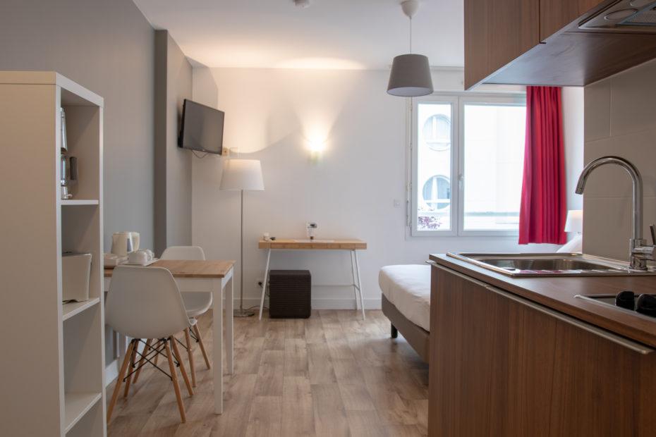 Salon & kitchenette - Studio Supérieur Double Appart hôtel à Pau Victoria Garden