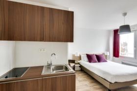 Kitchenette et chambre - Studio Supérieur Double Appart hôtel à Pau Victoria Garden